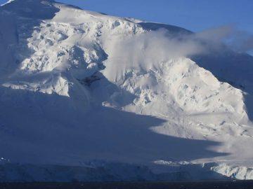 Descubren una zona anormalmente caliente en la Antártida