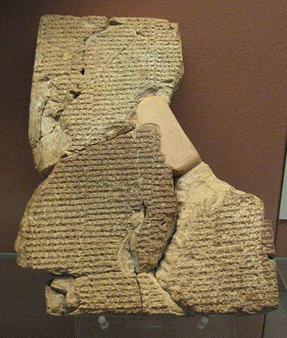 Tablilla cuneiforme con la historia de Atrahasis en el Museo Británico.