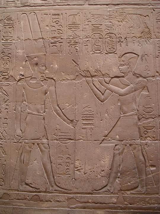 Relieve de Alejandro Magno ante Amón-Ra