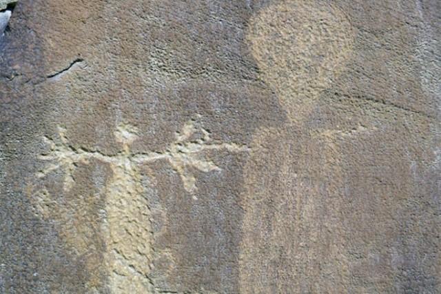 Este famoso dibujo rupestre de nativos americanos parece mostrar un extraterrestre en Legends Rock