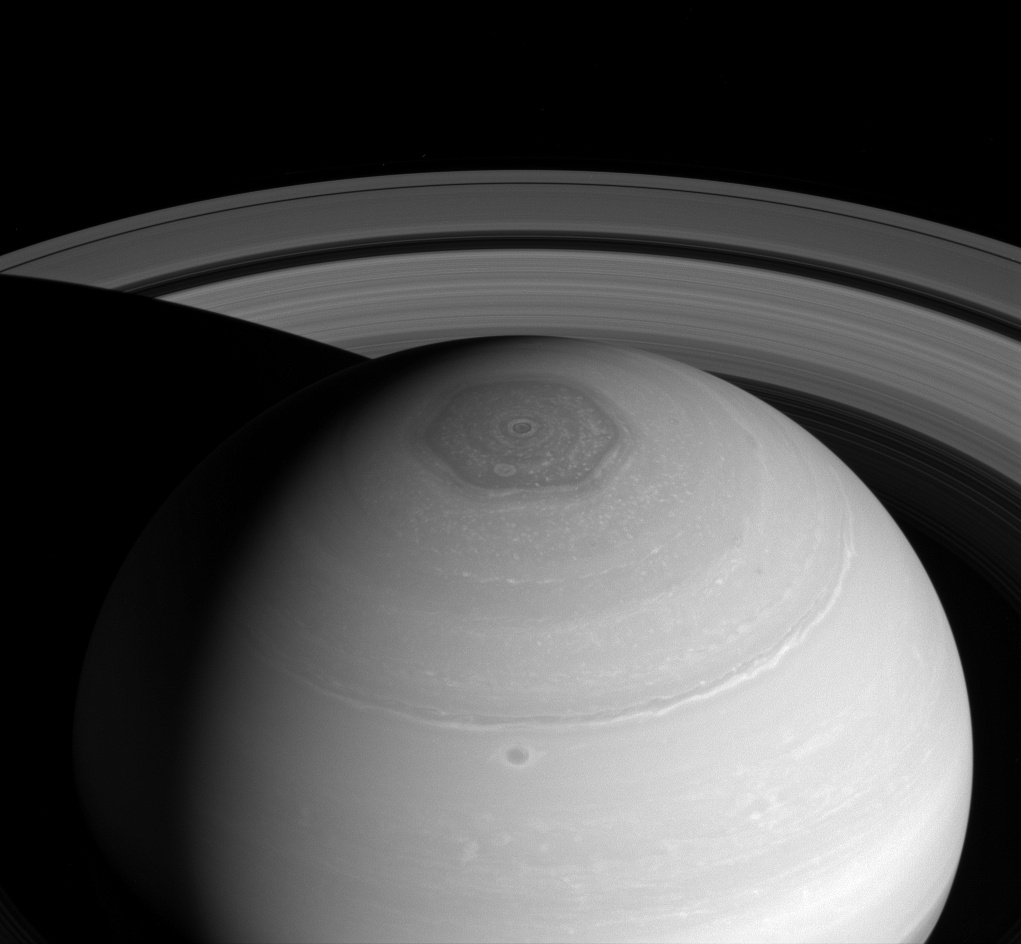 Polo norte de Saturno podría tener un segundo hexágono