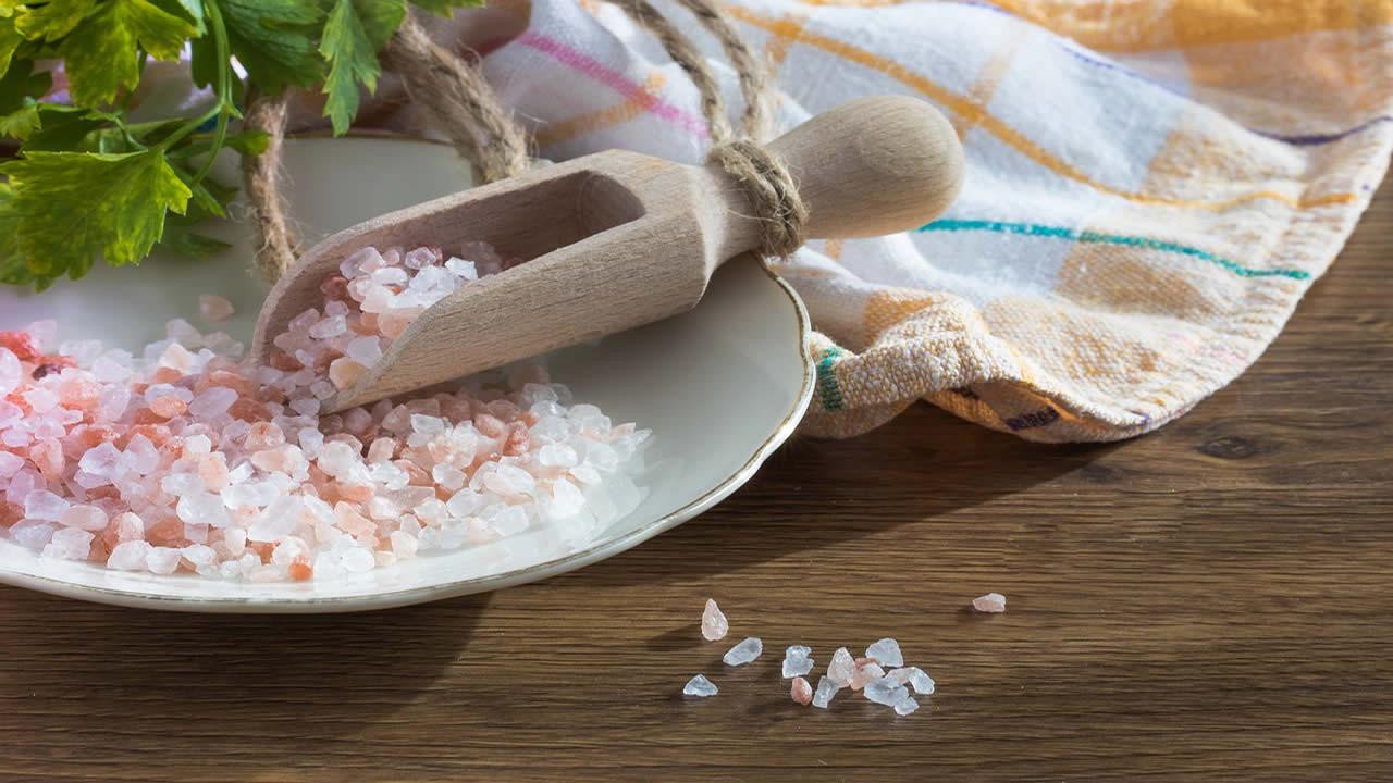 Beneficios de la sal marina y el agua según la medicina alternativa
