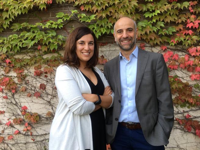 Los investigadores de IrsiCaixa, María Salgado y Javier Martínez-Picado, coautores del trabajo.