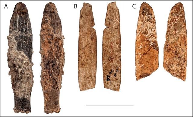 Cuchillos de hueso de la Edad de Piedra Media de Dar es-Soltan 1 y El Mnasra.