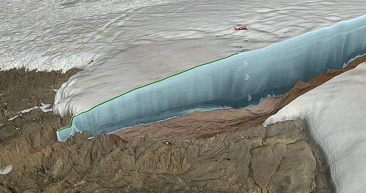 El cráter (destacado en azul) fue identificado gracias a los datos recolectados por la NASA