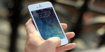 Los móviles tienen siete veces más bacterias que una tapa de inodoro