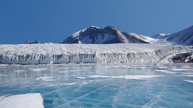 Científicos acaban de perforar más 1 kilómetro en un lago antártico «perdido»