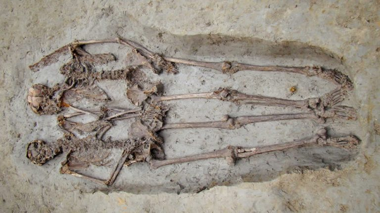 'Amantes de Modena' los esqueletos enterrados tomados de la mano, eran hombres