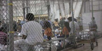 Migrantes afectados por brote de paperas en los centros de detención de EE.UU.