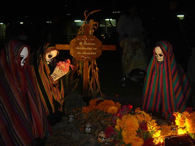 Muestra de ofrendas de día de muertos, en Las Islas de la UNAM