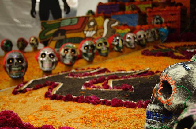 Ofrenda de día de muertos en Ciudad Universitaria, México.