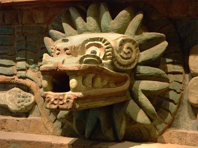 Escultura de Quetzalcóatl