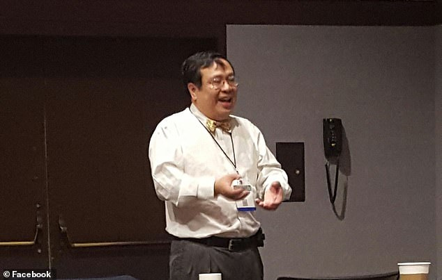 Profesor Yuman Fong