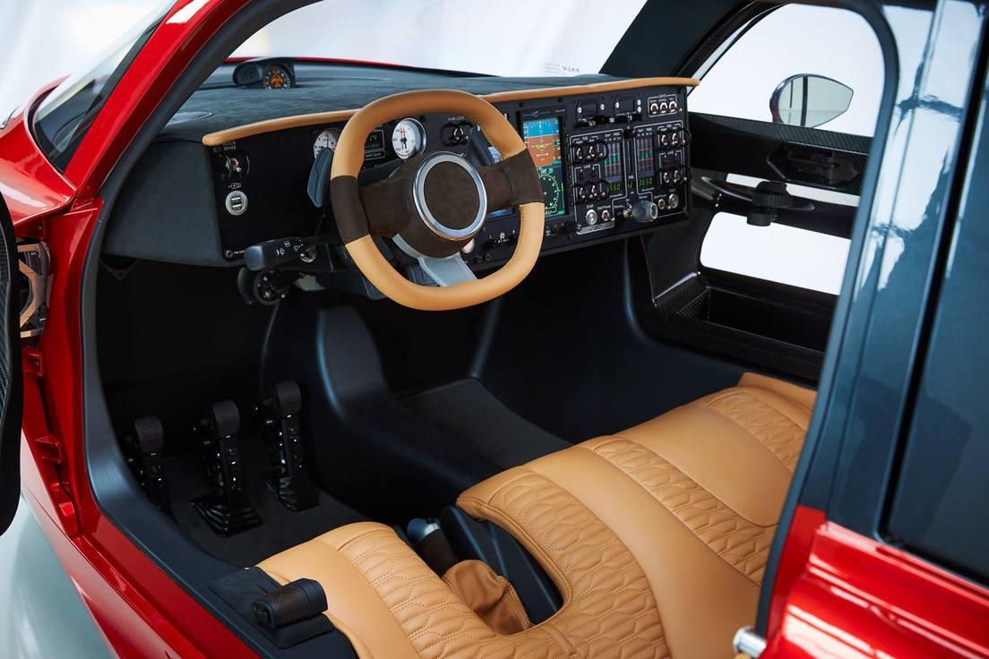Interior del auto volador