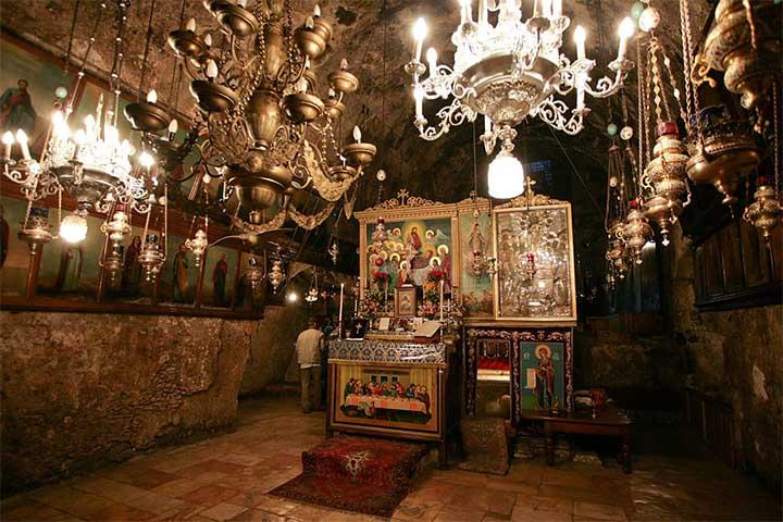 Altar en la Iglesia del Sepulcro de María