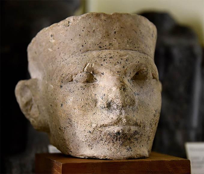 Escultura egipcia de Menes o Narmer