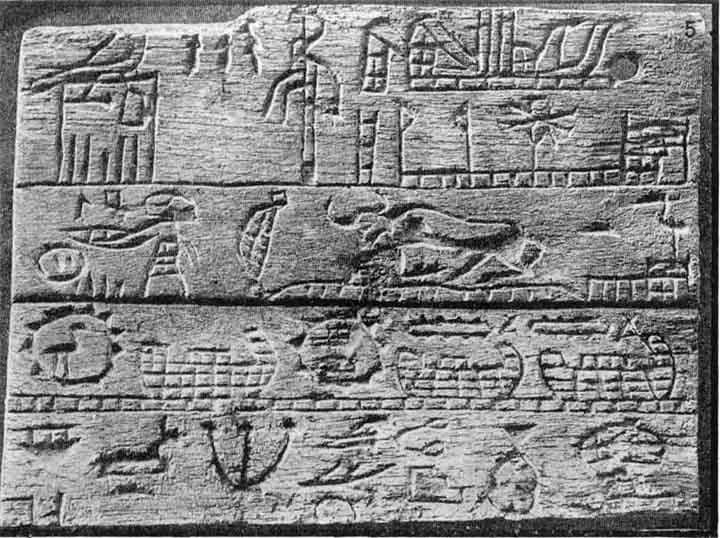 Placa de Menes en su tumba en Abidos