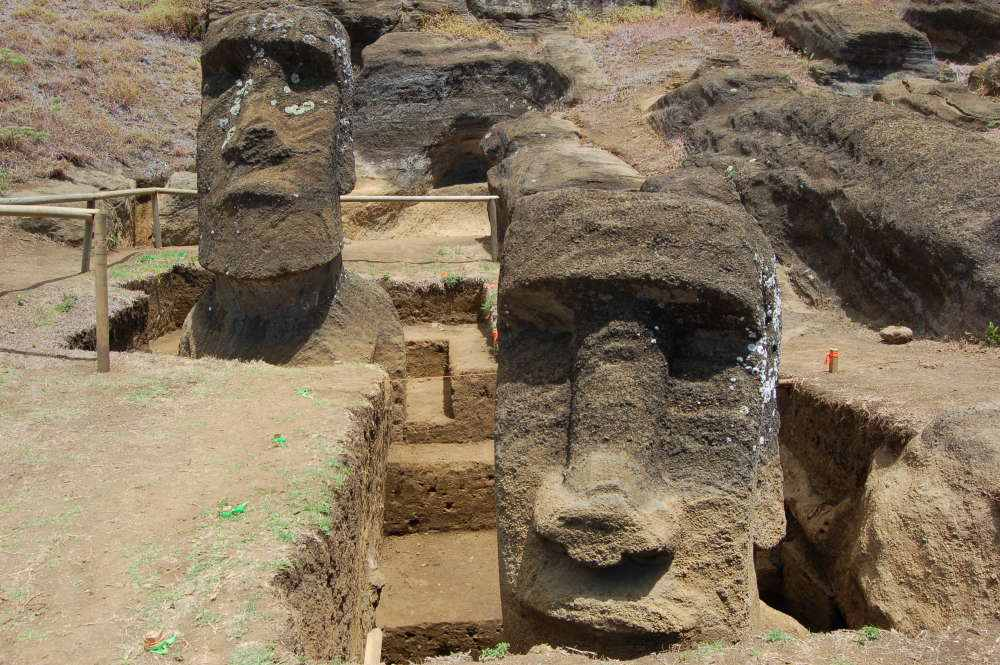 Moai excavados