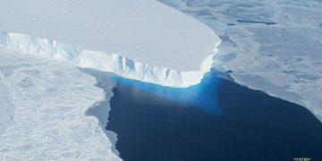 Científicos llegan a la base del glaciar del 'Día del Juicio Final' en la Antártida