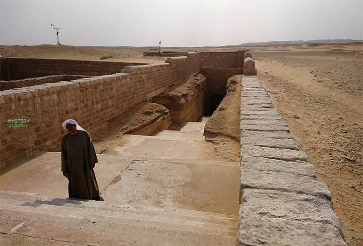 Entrada al Serapeum de Saqqara