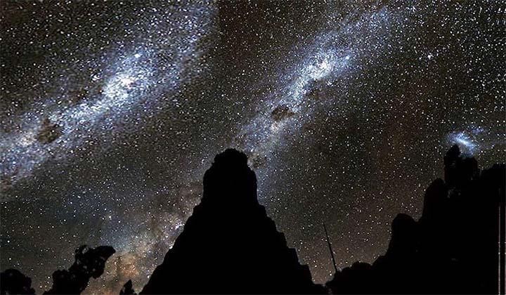 Tikal de noche