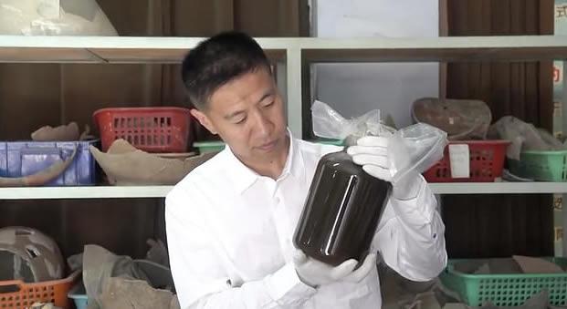 recipiente de 2.000 años de antigüedad con un misterioso líquido