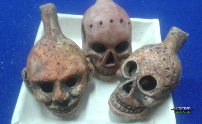 Silbatos aztecas de la muerte
