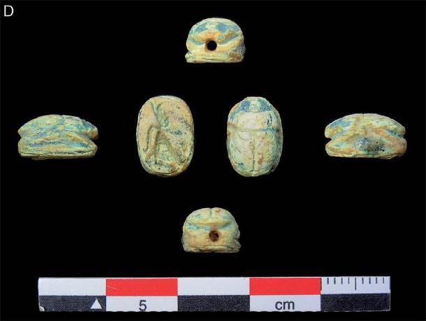 Antiguos artefactos egipcios con forma de escarabajo en oasis de Arabia