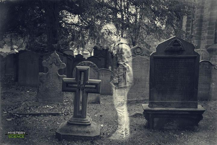 Espíritu, fantasma, cementerio