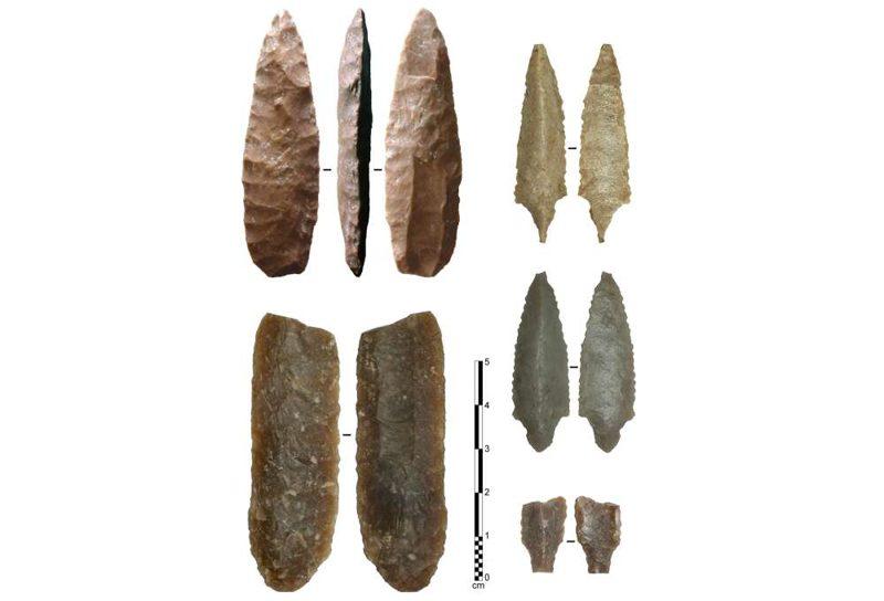 Ejemplos de puntos acanalados del Neolítico de la Península Arábiga