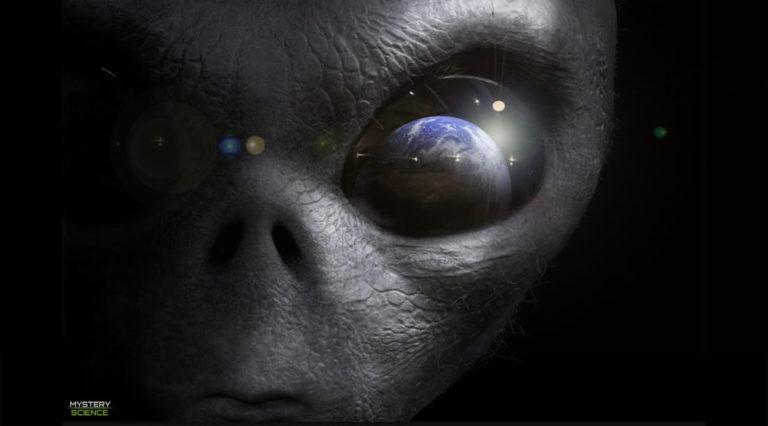 Alienígenas estarían espiando la Tierra, dice científico del SETI