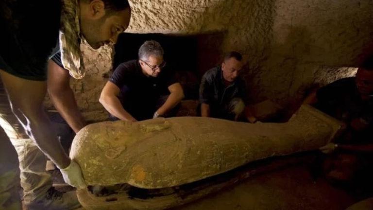 Descubren 13 ataúdes de 2.500 años de antigüedad completamente sellados e intactos