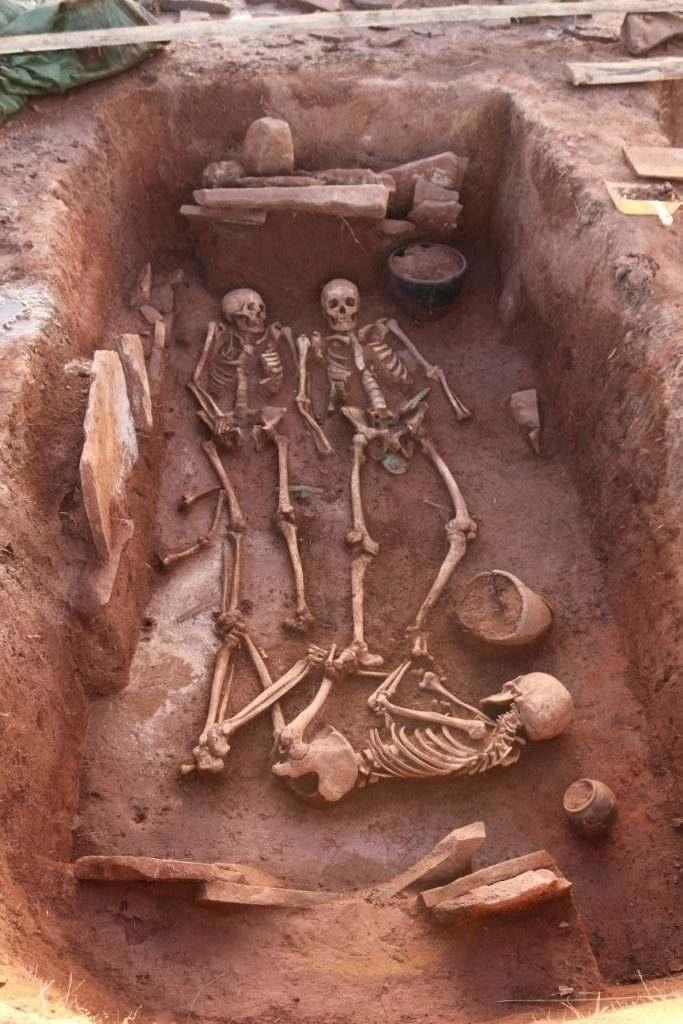 tumba escita totalmente intacta de 2.500 años