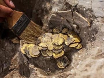 Adolescentes encuentran un tesoro de monedas de oro de hace 1.000 años