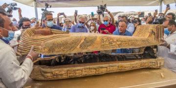 Revelan el interior de 59 sarcófagos de 2600 años encontrados en Egipto