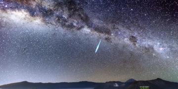 Misterioso meteorito rebota en la atmósfera y regresa al espacio
