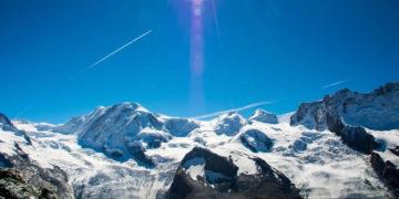 Deshielo en los Alpes revela tesoros arqueológicos congelados durante miles de años