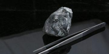 Descubren uno de los diamantes más grandes de la historia