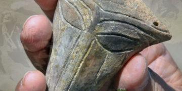 Encuentran estatuilla prehistórica de arcilla con una inusual forma