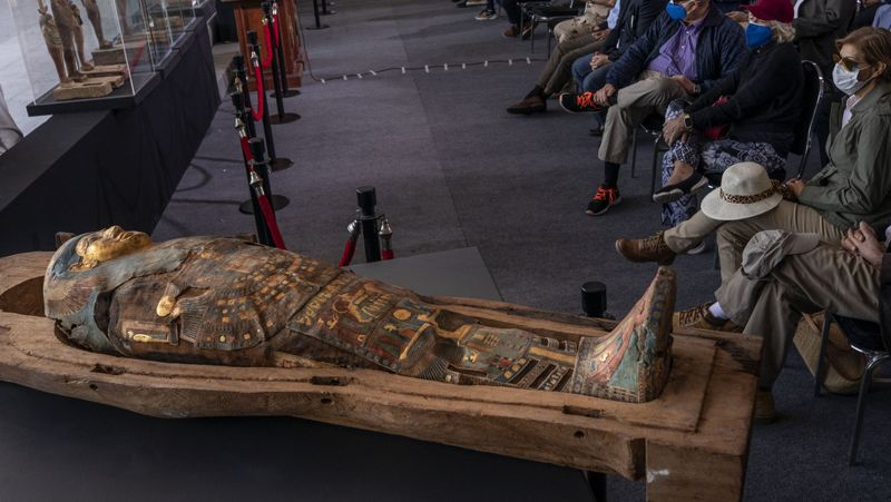 Los ataúdes, finamente pintados, tienen unos 2.500 años de antigüedad