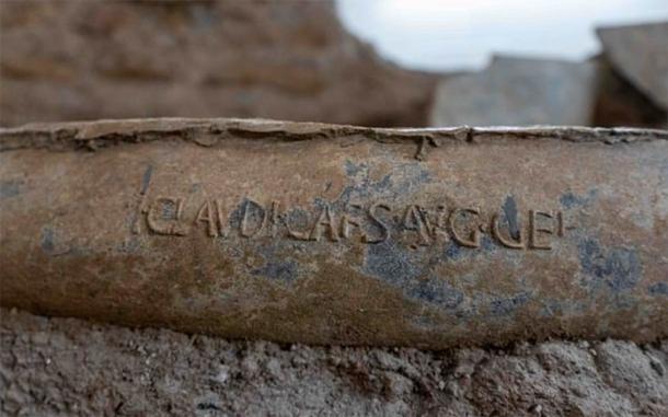 Una pipa con el nombre del emperador Claudio se encontró en los jardines del palacio