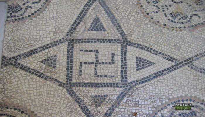 Esvástica de origen romano del siglo II