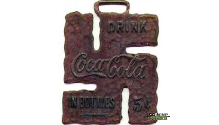 Llavero de la Coca-cola en forma de esvástica