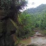 El enigmático rostro humano gigante tallado en una roca de la Amazonía