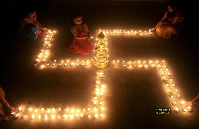 En el hinduismo la esvástica es un símbolo de paz y prosperidad