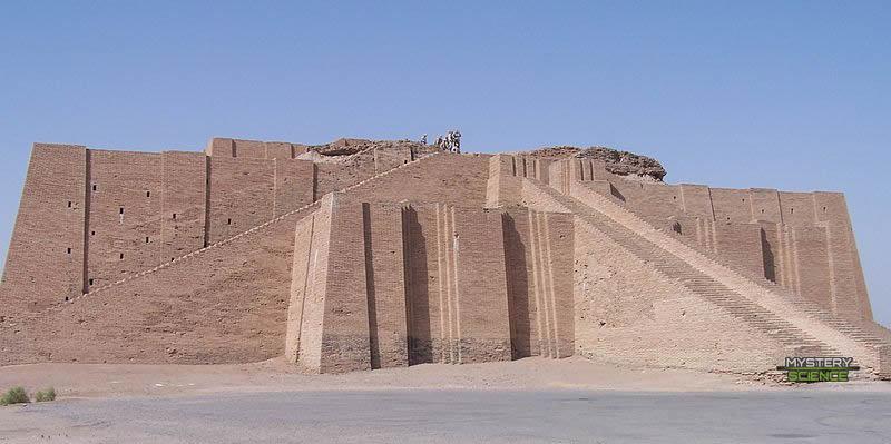 Antiguo zigurat de Irak