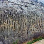 La indescifrable escritura hallada en una roca de 6,000 años