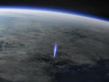 Captan por primera vez un inusual destello azul en la atmósfera de la Tierra