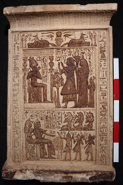 Estela funeraria de Kha-Ptah y su esposa Mwt-em-wia con sus seis hijos e hijas