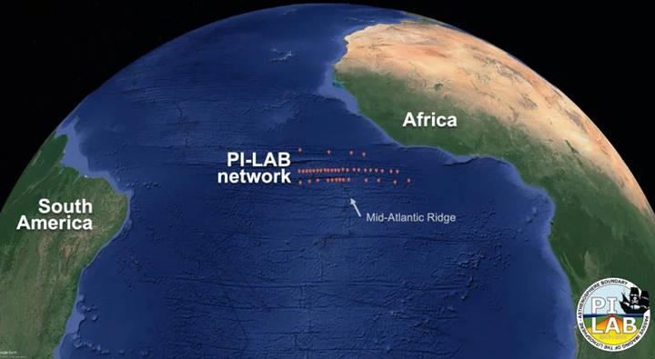 Se desplegaron 39 sismómetros en el fondo oceánico a través de la cordillera del Atlántico medio como parte del experimento